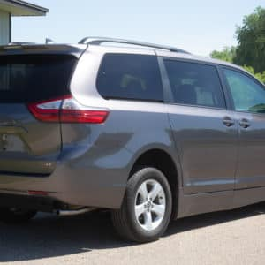 Toyota-Sienna-SideEntry-side view closed