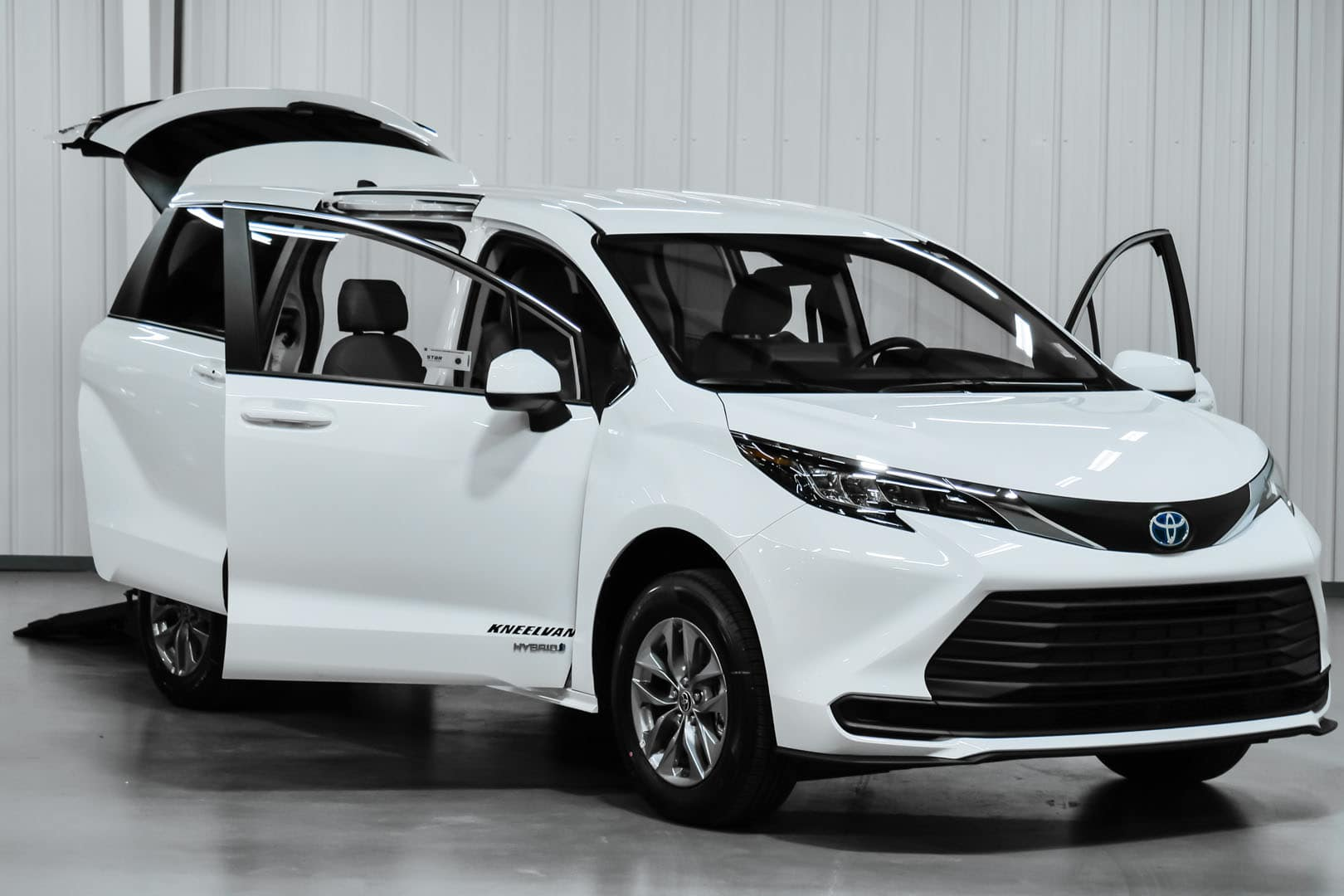 2021 white toyota sienna hybrid with open doors and trunk