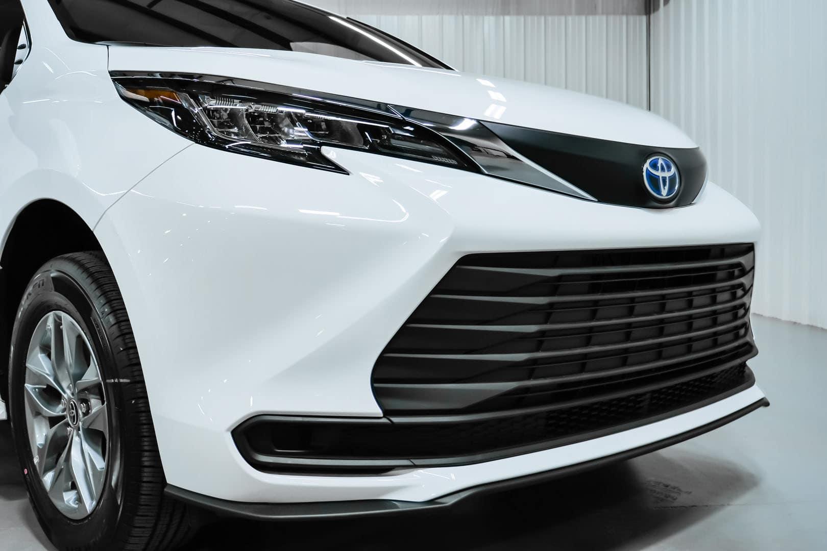 2021 white sienna Toyota sienna hybrid grill