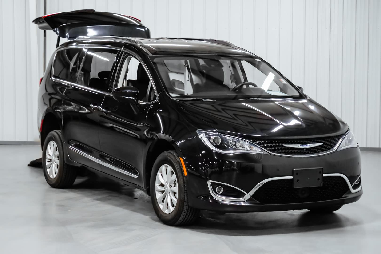 Wheelchair Accessible Chrysler Pacifica Freedom Motors USA