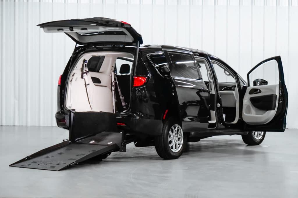 Chrysler Voyager - Rear Entry