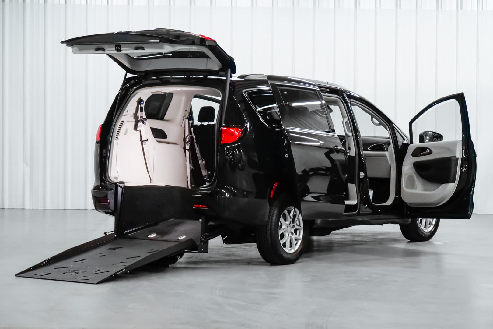 Wheelchair Accessible Chrysler Voyager rear ramp open
