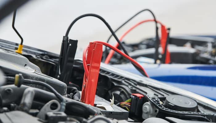 Jumper cables properly applied to both live and dead battery