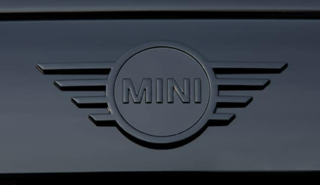 Knights Edition Piano Black MINI emblem