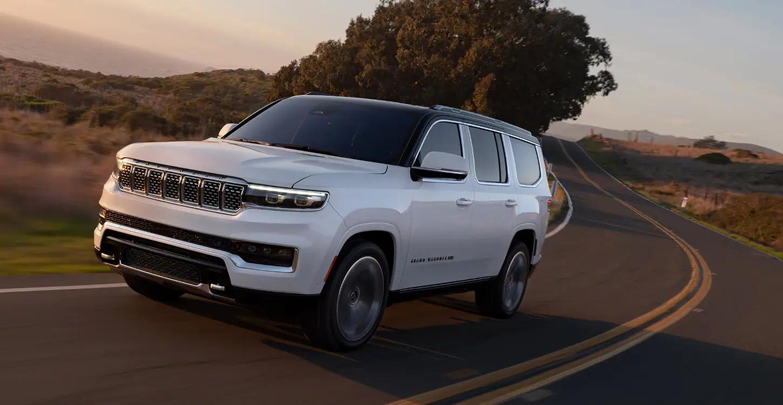 2022 Jeep Wagoneer Driving at dusk